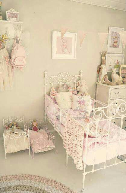 Shabby Chic Bedroom For A Little Girl Shabbychicbedrooms Shabby Chic Girls Bedroom Shabby Chic Room Woman Bedroom