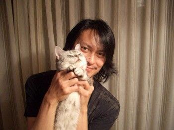 Pin By U Ko On 癒し Men With Cats Ticks Cats