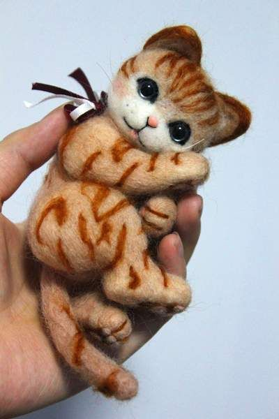 Needle felted cat Lizzy by QinYan Zhang