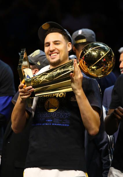 Klay Thompson Of The Golden State Warriors Celebrates With The Larry Klay Thompson Best Nba Players Golden State Warriors