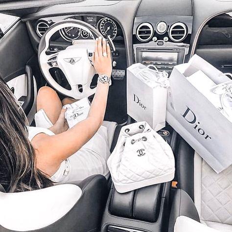 Worlds Millionaire Dating Boujee Lifestyle, Wealthy Lifestyle, Luxury Lifestyle Fashion, Billionaire Lifestyle, Luxury Fashion, Louis Vuitton Paris, Louis Vuitton Handbags, Mode Poster, Millionaire Dating