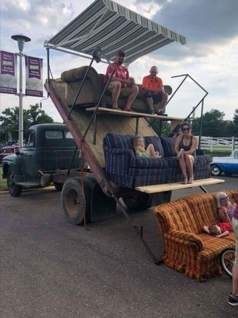 You Have to Admire Redneck Engineering Photos) - Suburban Men Cool Trucks, Big Trucks, Cool Cars, Chevy Trucks, Pickup Trucks, Extreme 4x4, Redneck Humor, Offroader, Stadium Seats