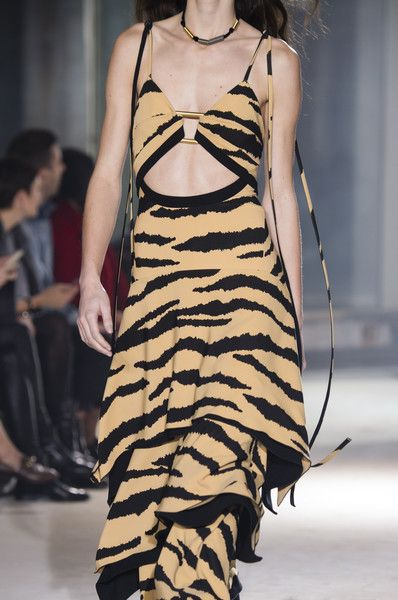 Proenza Schouler, Fall 2018 - The Most Fabulous Details From The Parisian Runways For Fall 2018 - Photos