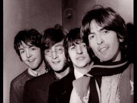 The Beatles - Yesterday. Yesterday was het eerste nummer van de Beatles dat werd opgenomen door één lid van de groep, namelijk Paul McCartney. De opnames vonden voor zover bekend plaats op 14 juni 1965, in de Abbey Road Studios in Londen; drie dagen later werd het strijkkwartet op de achtergrond toegevoegd. Hoogste notering Top 2000, nr 6.