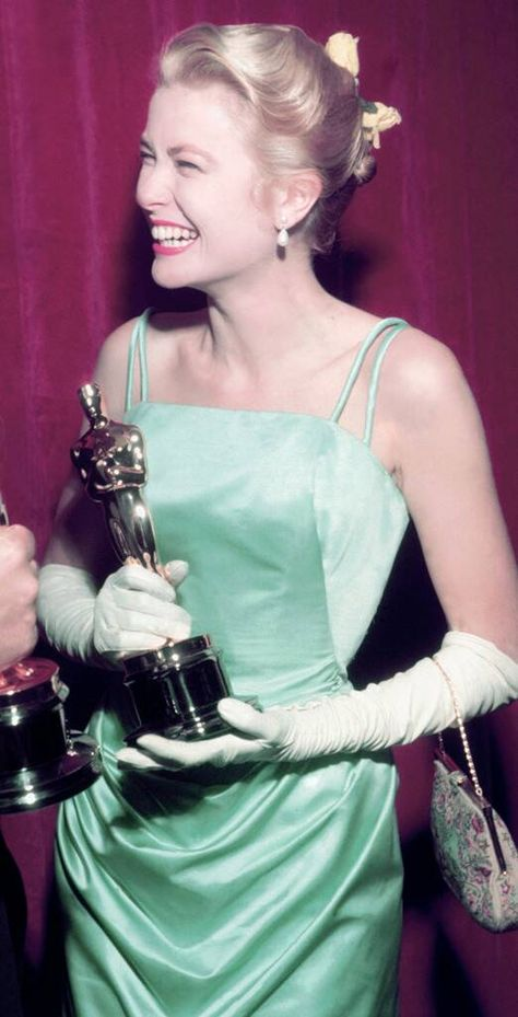 Grace Kelly from Best Actress Oscar Looks From 1954 to Now Hollywood Fashion, Old Hollywood Glamour, Classic Hollywood, Grace Kelly Mode, Grace Kelly Style, Grace Kelly Dresses, Grace Kelly Fashion, Stylish Dresses, Nice Dresses