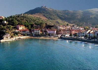 مدينة فرنسية ساحلية تعرف على أهم الأنشطة الساحلية فى فرنسا Secluded Beach Places To Go France Travel