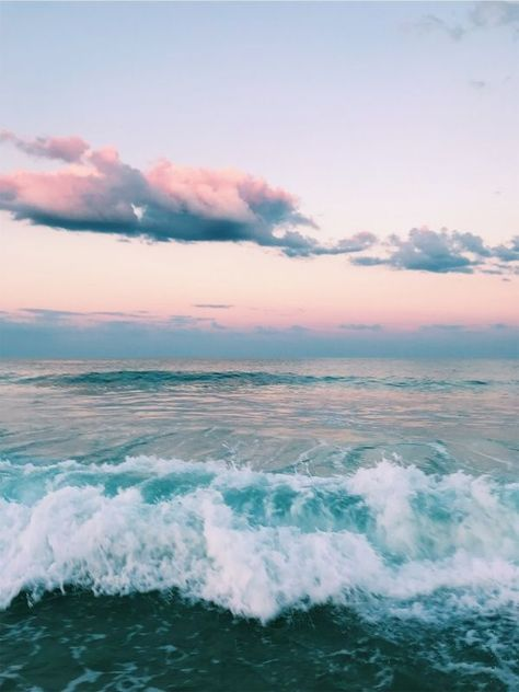 Pretty sunset on the beach. Pink orange sunset over a green turquoise ocean. Summer vacation at the beach. Travel Photography Tumblr, Beach Photography, Vsco Photography Inspiration, Moonlight Photography, Nature Photography Tips, Scenic Photography, Canon Photography, Aerial Photography, Landscape Photography