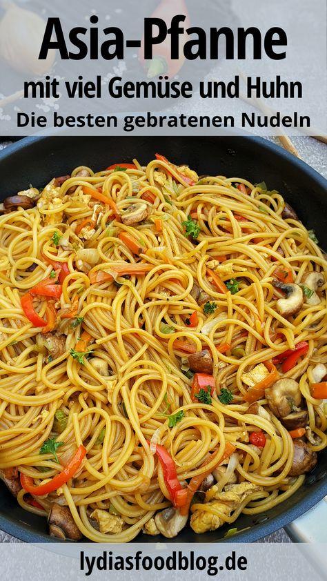 Die besten gebratenen Nudeln wie beim Chinesen. Diese asiatische Nudelpfanne mit viel Gemüse schmeckt absolut köstlich. Besser noch als beim Chinesen. Das musst du probieren! Du kannst die Nudeln mit Hähnchen, Pute, Rind oder auch vegetarisch machen. Die sind so köstlich und lecker, du wirst sie nur noch selber machen.  #chinesisch #asia #asiapfanne #asianudeln #nudeln #familienessen #kinderessen #einfach #kochen #lydiasfoodblog #rezept