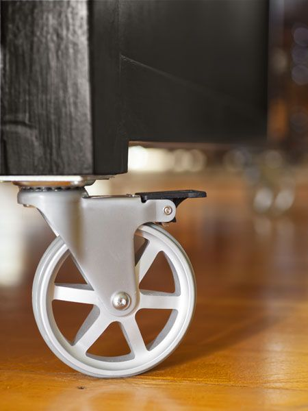 Four-inch aluminum casters make this handmade island portable and convenient for entertaining | Wheels: @coolcasters