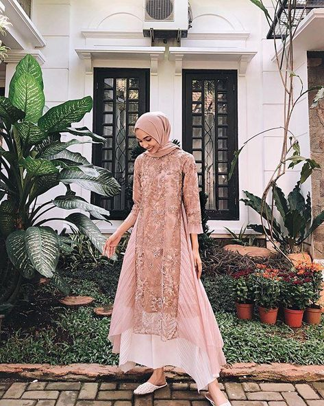 Model Dress brukat untuk lebaran 2020 – N&D – Hijab Fashion 2020 Kebaya Modern Hijab, Kebaya Hijab, Kebaya Dress, Dress Pesta, Model Kebaya Brokat Modern, Model Kebaya Muslim, Dress Brokat Modern, Kebaya Wedding, Muslimah Wedding Dress