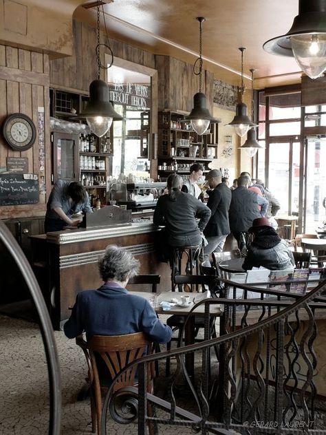 Paris : Café de la fourmi, rue des Martyrs, photo Gérard Laurent.