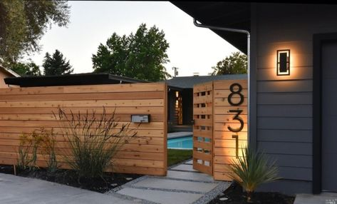 Mind Blowing Useful Tips: Natural Fence Plants wooden fence design. Modern Wood Fence, Wood Fence Design, Modern Fence Design, Wooden Fence, House Fence Design, Front Yard Design, Cedar Fence, Backyard Fences, Backyard Landscaping