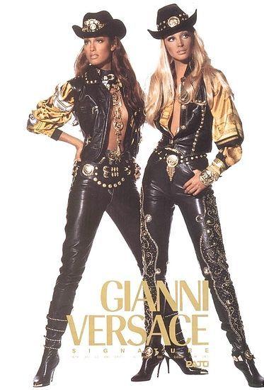 Gianni Versace Vintage Fashion & More Luxury Details Versace Fashion, 90s Fashion, Runway Fashion, Fashion Models, High Fashion, Vintage Fashion, Vintage Clothing, Christy Turlington, Versace Vintage
