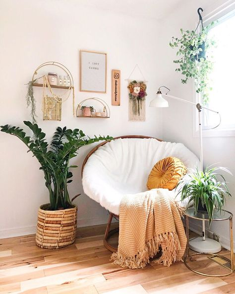 Papasan with a throw blanket. Cozy reading and chatting spaces Cute Bedroom Ideas, Cute Room Decor, Room Ideas Bedroom, Home Bedroom, Diy Bedroom Decor, Bohemian Bedroom Decor, Bedroom Inspo, Dream Bedroom, Bedroom Ideas For Small Rooms Women