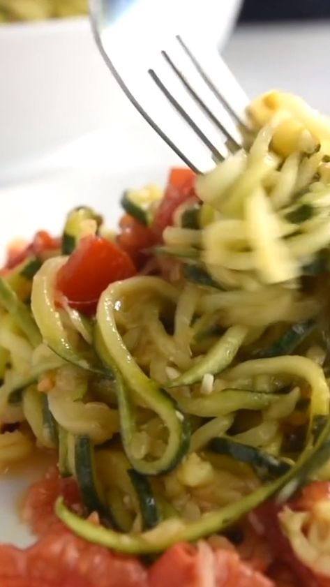 How to make our 20-minute zucchini noodles pasta recipe with garlic, basil, tomatoes, and parmesan cheese. With quick video!