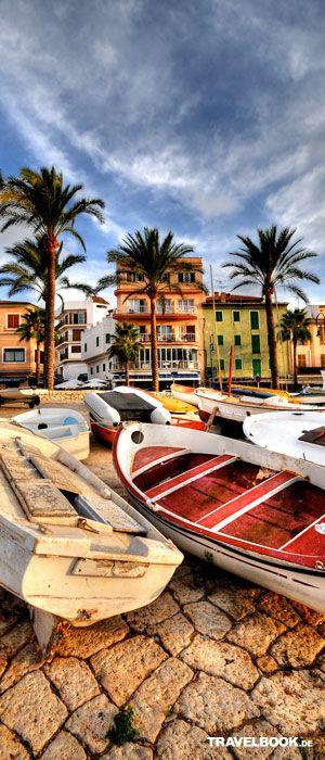 Farbenfrohe Boote in Port d'andratx, im südwestlichen Teil von Mallorca. #Frühlingsreise