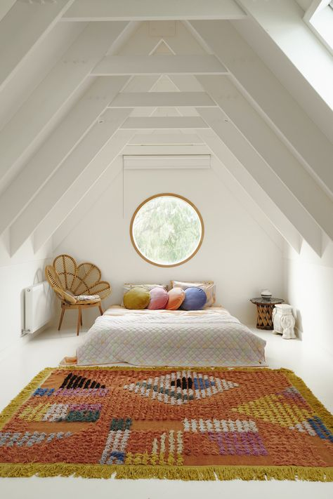 Loft Bedroom Ideas 19 Dreamy Attic Loft Schlafzimmer Dekoration Ideen Achieving Success With Your He Attic Loft, Attic Rooms, Bedroom Loft, Home Bedroom, Attic Bathroom, Bedroom Ideas, Attic Office, Attic Playroom, Attic Ladder