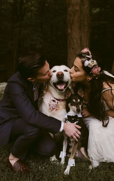 wedding pictures with dogs / wedding pictures ; wedding pictures must have ; wedding pictures with dogs ; wedding pictures with kids ; wedding pictures must have list Lesbian Wedding Photos, Wedding Picture Poses, Funny Wedding Photos, Lgbt Wedding, Dog Wedding, Wedding Photography Poses, Wedding Humor, Wedding Ideas, Mehendi Photography
