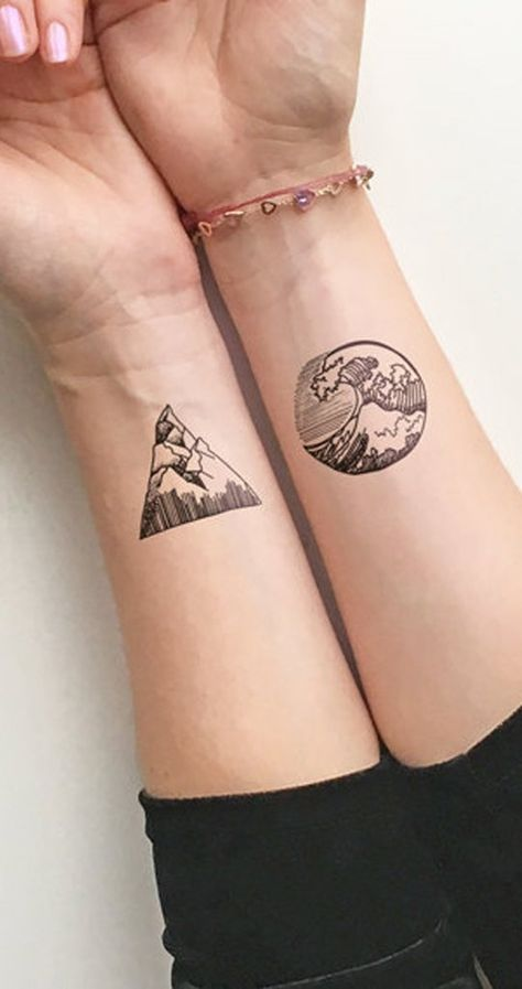 Simple Geometric Nature Surf Mountain Wrist Tattoo Ideas for Women - Ideas geométricas simples del tatuaje de la muñeca de la montaña del resaca de la naturaleza para las mujeres - www.MyBodiArt #tattoos