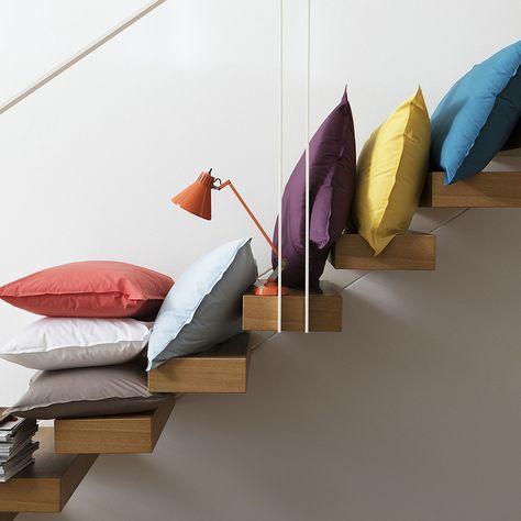 Nuove idee per decorare casa   cuscini colorati per le scale! Così ... fc9525d6c243