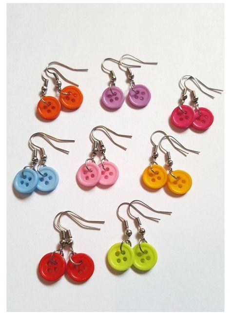 Funky Earrings, Button Earrings, Earrings Handmade, Handmade Jewelry, Button Jewellery, Dangle Earrings, Diy Indie Earrings, Pearl Necklaces, Diy Earrings Buttons