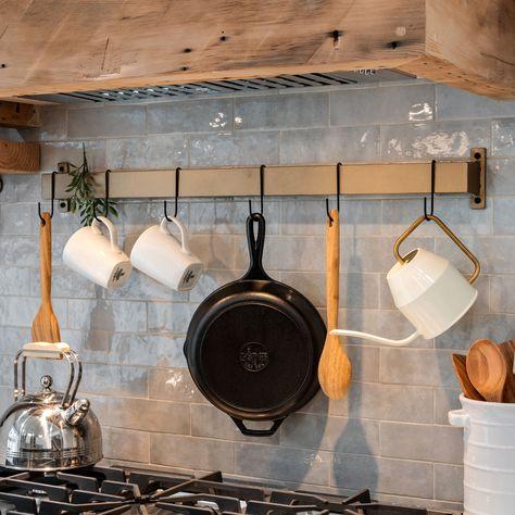 Kitchen Hooks, Kitchen Pans, Kitchen Island Decor, New Kitchen, Kitchen Ideas, Kitchen Cupboard, Kitchen Cabinets, Pot Rack Hanging, Hanging Pots
