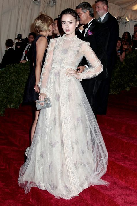 Lily Collins Snow White | lily collins the lace race kristen stewart shades of red lily collins ...
