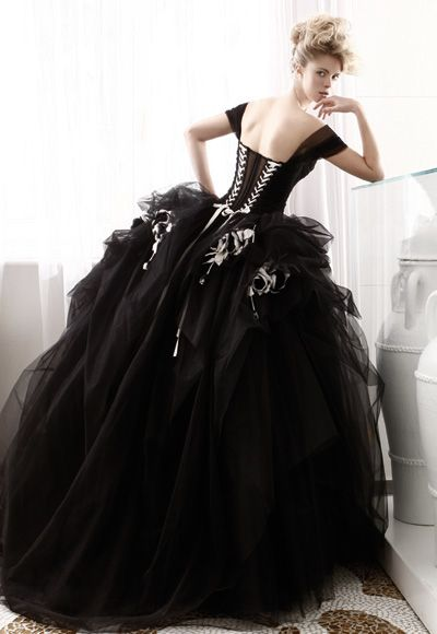 Vestiti Da Sposa Gotici.Long Black Evening Dress With Tulle Skirt And Cap Sleeves From