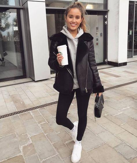 Inspiração do dia 🖤 . . . . . . . #streetstyle #instalook #fashionaddict #fashion #style #modaparameninas #moda #instamood #nightout #ootn #lookdodia #ootd #ootn #lookoftheday #dujour #dodia #outfit #black #leather #jacket #gray #coffee #morning