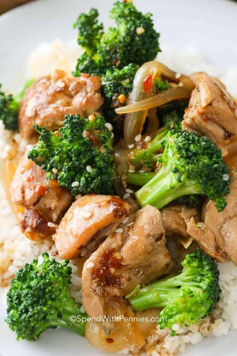 Chicken and Broccoli Stir Fry is the perfect go-to recipe! Just minutes to prepare and using fresh ingredients makes this a super easy and healthy, homemade meal for your family! #spendwithpennies #stirfry #easyrecipe #quickrecipe #healthyrecipe #simpledishes #easycooking #easymealprep #veggiedishes #chickenrecipe