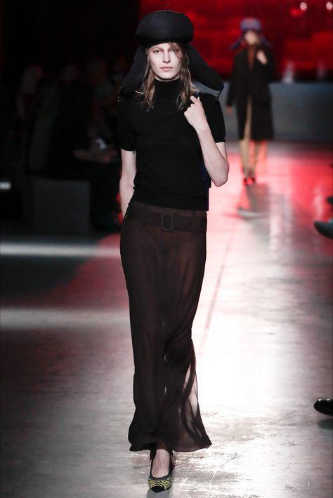 cddf6533943d Sfilata Prada New York - Pre-collezioni Primavera Estate 2019 - Vogue