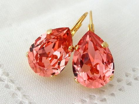#weddings #jewelry #earrings #bridesmaidgift #bridalearrings #vintageearrings #bridesmaidsearrings #swarovskiearrings #dropearrings #crystalearrings #leverbackearrings #peachearrings #peachpinkearrings #teardropearrings #coraldropearrings