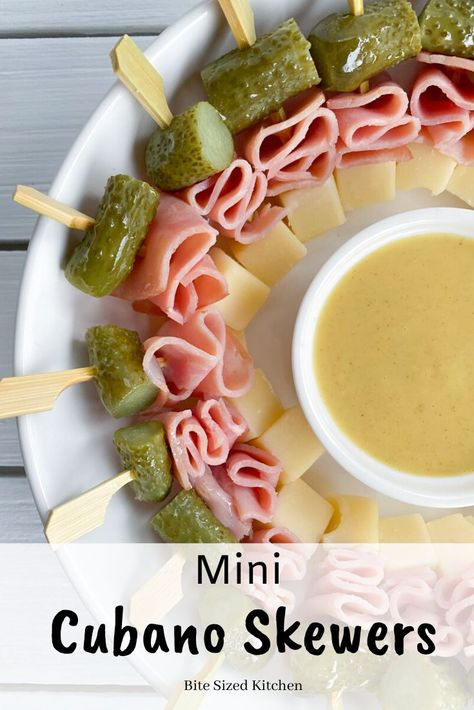 Bite Size Appetizers, Make Ahead Appetizers, Finger Food Appetizers, Yummy Appetizers, Appetizers For Party, Easy Summer Appetizers, Appetizer Skewers, Food For Parties, Cold Party Food