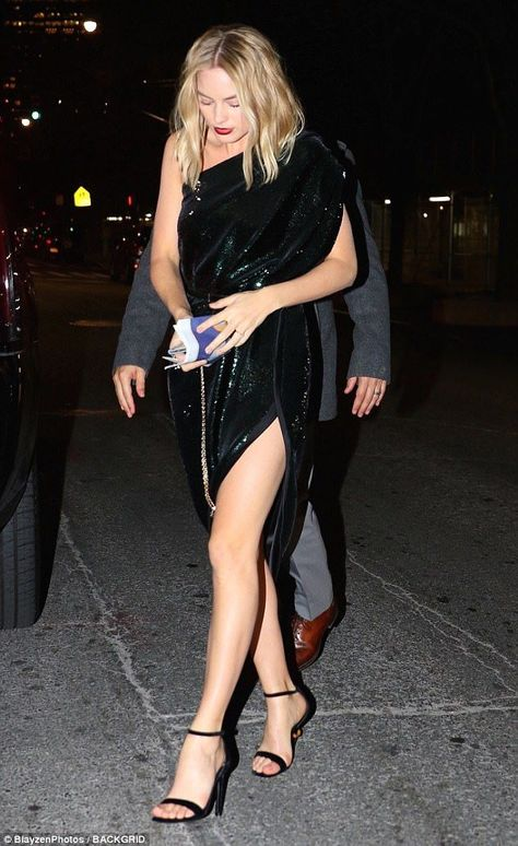 Margot Robbie dazzles in an off-the-shoulder sequin frock -  Careful steps: Margot kept her eyes firmly fixed on the pavement as she negotiated her way…  - #arttattoo #asianwomen #dazzles #frock #Inspirationaltattoos #Margot #offtheshoulder #Robbie #SEQUIN #tattooideas #womenback #womencrush #womensuit