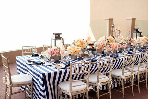 white-and-blue-stripes-for-party-table