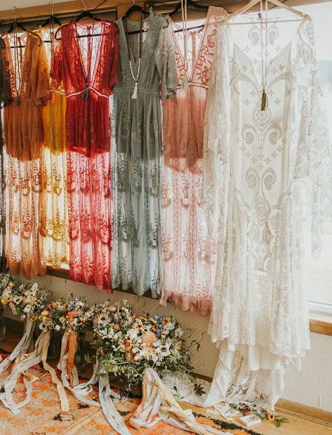 Karli + Kevin met at a summer camp, and 5 years later threw the most beautiful lakeside wedding with boho vibes and wildflowers galore! Wedding Goals, Fall Wedding, Dream Wedding, Wild Flower Wedding, Boho Wedding Flowers, Wedding Beauty, Wedding Ceremony, Boho Vintage, Vintage Fashion
