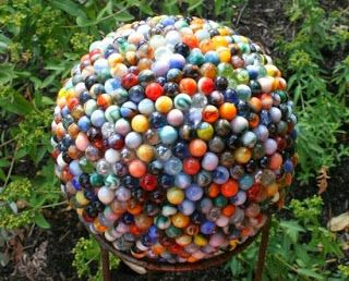 10 Ways To Upcycle Marbles Thee Kiss Of Life Upcycling Garden Balls Marble Ball Amazing Gardens