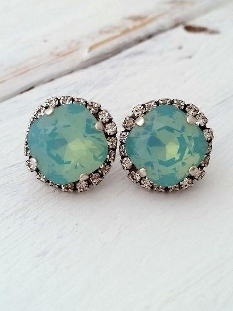 #weddings #jewelry #earrings #bridesmaidgift #bridalearrings #bridesmaidsearrings #swarovskiearrings #crystalstudearring #weddingjewelry #mintearrings #pacificopalstuds #oxidizedstuds #mintstuds #mintwedding #vintageearrings #mintearring