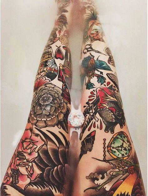 Des collants avec motifs ? Non, des jambes tatouées ! 22 photos qui vont bluffer les fans du genre...
