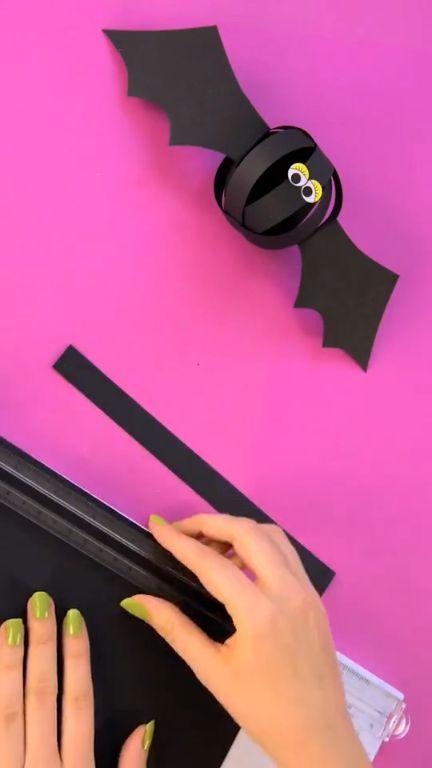 How to make a bat with paper folding? Let's share your Halloween ideas in our Halloween DIY Contest! Simply clicks to join! #diyworks #halloweendecor #diytutorial #diyvideo #halloweenbat #halloweendiy #DIY #dearlives