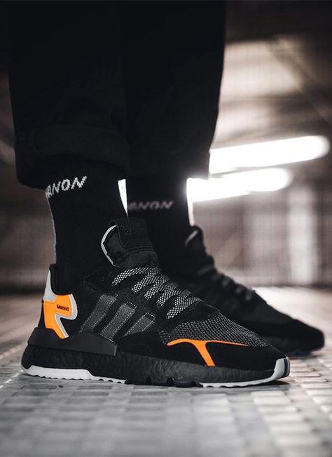 Tênis masculino Adidas Nite Jogger Preto e Laranja com meias e calça pretas