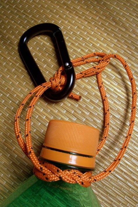 Diy Paracord Water Bottle Holders Luxury Carry Any Bottle with A Jug Knot Handle 16 Steps with Pictures Cub Scouts, Girl Scouts, Scout Mom, Tiger Scouts, Cub Scout Crafts, Cub Scout Activities, Girl Scout Camping, Wie Macht Man, Water Bottle Holders