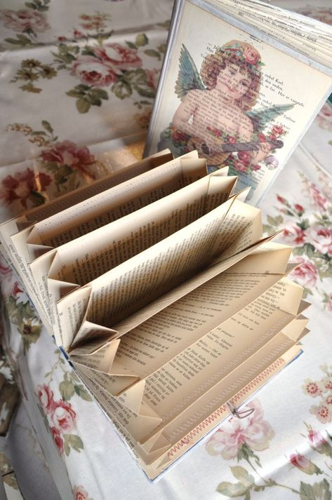 DIY Old Book Crafts – No 4 – Accordion Organizer I like the pages of old books, and enjoy working with them a lot, but what I really LOVE is the hardcovers! So today we are advancing the Old Book Crafts into making an Accordion Organizer 😀 Ho… Diy Old Books, Old Book Crafts, Book Page Crafts, Recycled Books, Craft Books, Diy With Books, Book Page Art, Book Projects, Craft Projects
