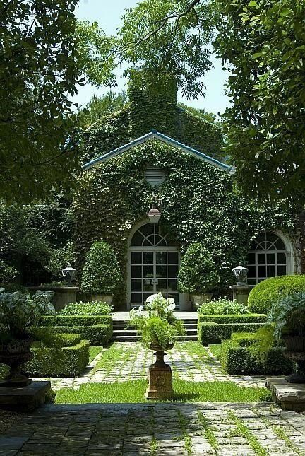 Country Home With A Courtyard Via Pinterest Beautiful Gardens