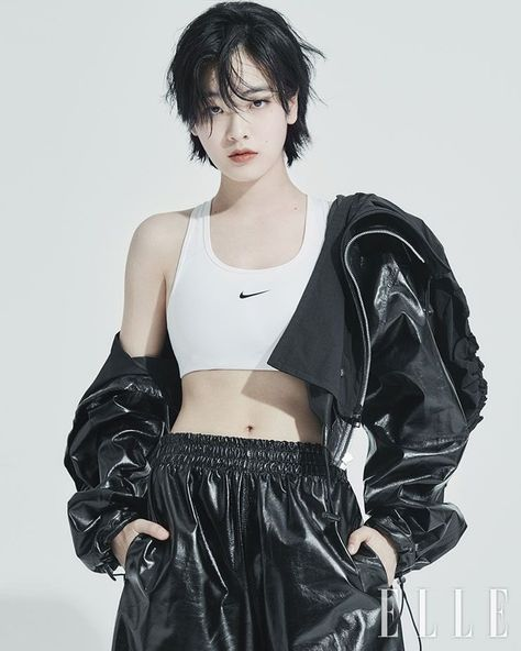 Human Poses Reference, Pose Reference Photo, Cabelo Inspo, Korean Girl, Asian Girl, Pretty People, Beautiful People, Lee Joo Young, Kreative Portraits