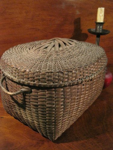 Antique 1700s New England Native American Woodland Indians Finely Woven Ash Splint Lidded Storage Basket  For Sale North Bayshore Antiques