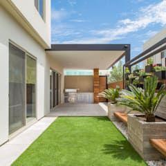 Area Exterior Caf Jardines Minimalistas De S2 Arquitectos Minimalista Homify Jardines De Casas Pequenas Diseno De Patio Patio Exterior De Recreo