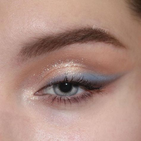 "blue eyeshadow History of eye makeup ""Eye care"", quite simply, ""eye make-up"" Makeup Eye Looks, Cute Makeup, Pretty Makeup, Skin Makeup, Bold Eye Makeup, Sleek Makeup, Body Makeup, Makeup Goals, Makeup Inspo"