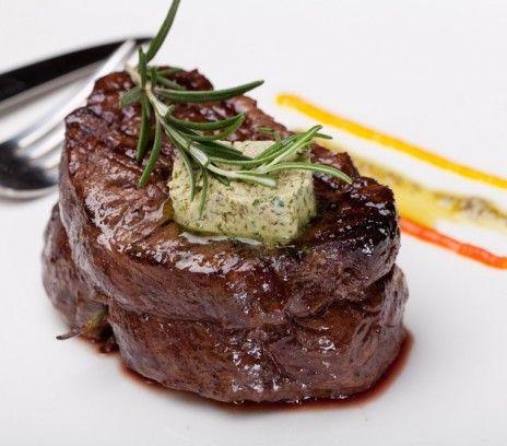 Befsztyk Z Poledwicy Z Maslem Czosnkowo Rozmarynow Przepisy Magda Gessler Smaki Zycia Beef Tenderloin Steak Food
