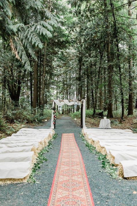 boho chic outdoor wedding ceremony with bay hale seatings # outdoor wedding seating 30 Rustic Outdoor Wedding Decorations with Hay Bales - Oh Best Day Ever Outdoor Wedding Seating, Ceremony Seating, Outdoor Wedding Decorations, Outdoor Weddings, Church Weddings, Hay Bale Wedding, Wedding Ceremony, Wedding Venues, Straw Bale Seating Wedding